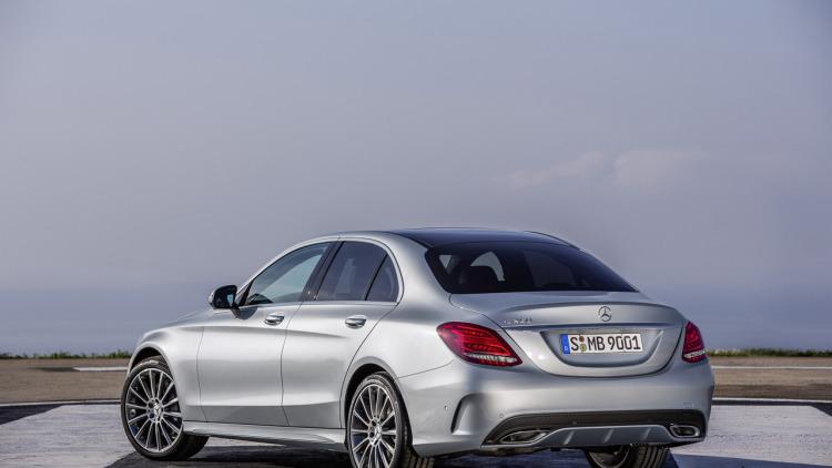 Mercedes triệu hồi xe C-Class 4