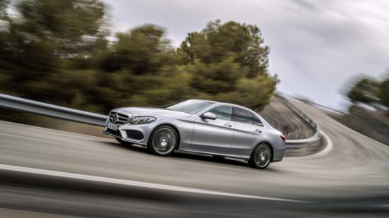 Mercedes triệu hồi xe C-Class 2
