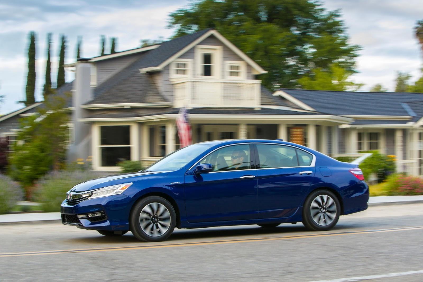 Giá xe Honda Accord Hybrid 2017 từ 29.605 USD với 3 phiên bản 3