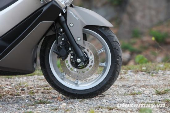 Honda PXC và Yamaha NM-X A11