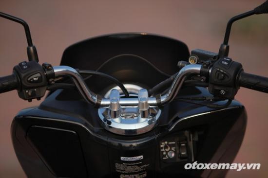 Honda PXC và Yamaha NM-X A18