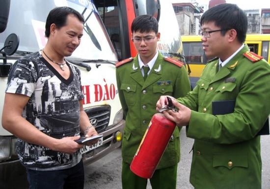 ô tô phải trang bị phương tiện phòng cháy, chữa cháy2