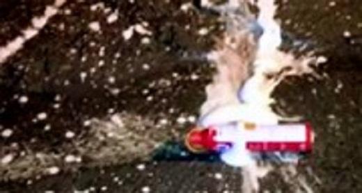 nổ bình cứu hỏa trên ôtô