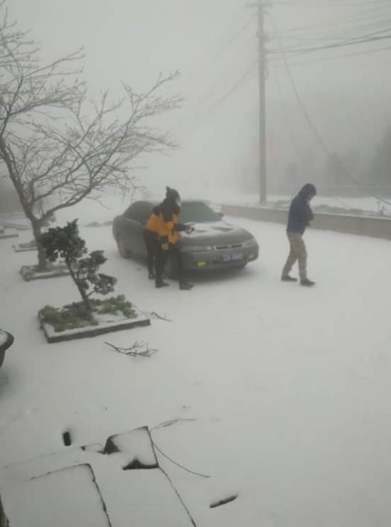 xe an toàn trong đường băng tuyết2