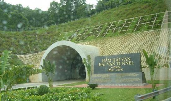Hầm đường bộ Hải Vân