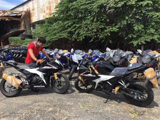 Honda CBR150R 2017 1