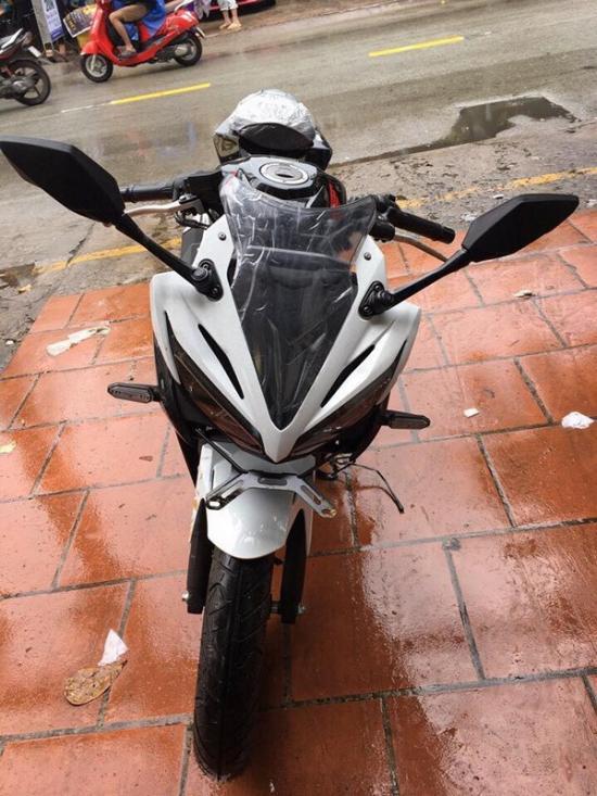 Honda CBR150R 2017 3