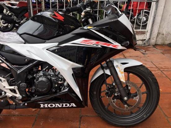 Honda CBR150R 2017 4