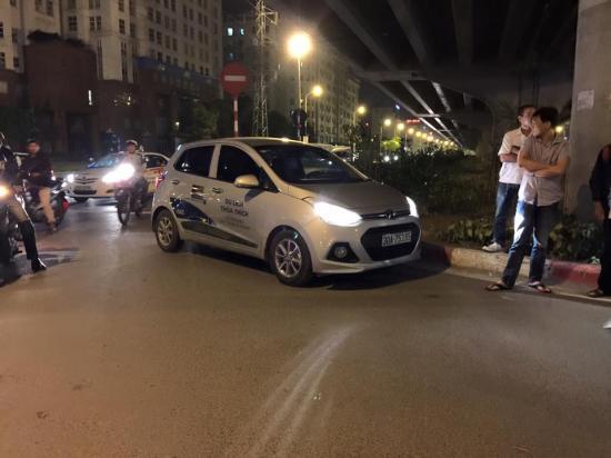 Xe Hyundai Grand i10 bị va chạm tại khoảng bến xe Mỹ Đình và đuổi theo xe Santa Fe - ảnh1
