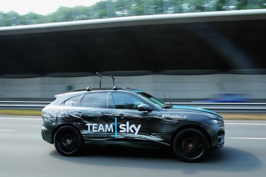 SUV đầu tiên của Jaguar tham dự Tour de France anh 2