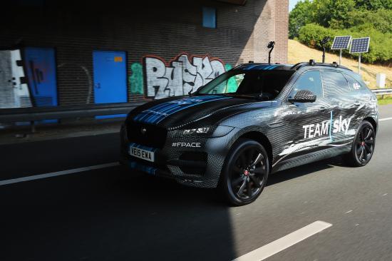SUV đầu tiên của Jaguar tham dự Tour de France anh 3