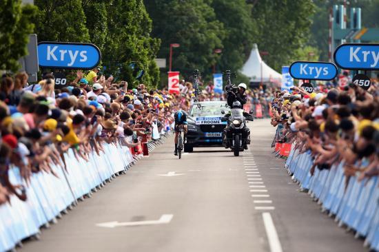 SUV đầu tiên của Jaguar tham dự Tour de France anh 7