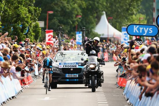 SUV đầu tiên của Jaguar tham dự Tour de France anh 1
