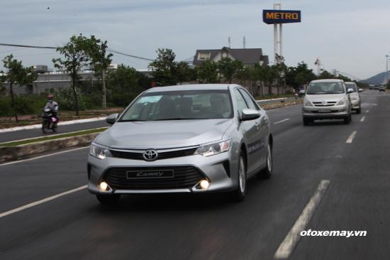 Lái Toyota Camry 2015 dạo phố biển a6
