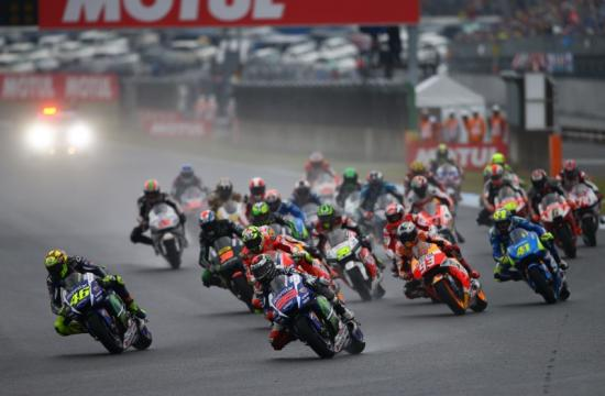 Ngày đua chính thức diễn ra trong điều kiện thời tiết xấu 11