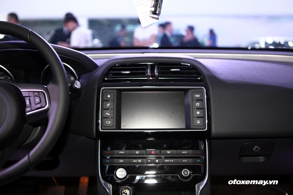 Jaguar XE 2015 làm nóng phân khúc sedan hạng sang Việt Nam-17
