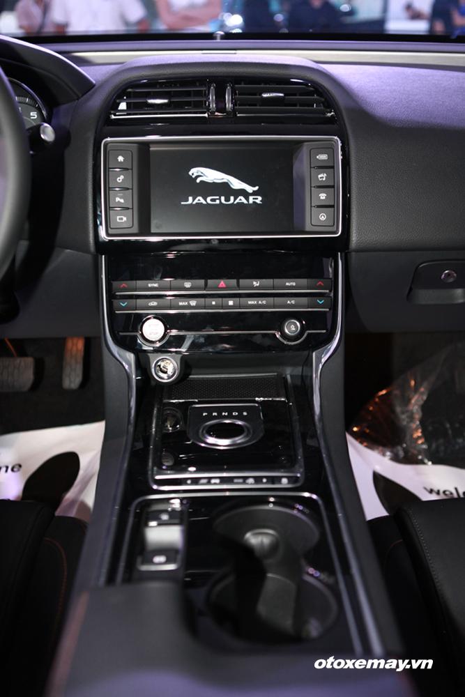 Jaguar XE 2015 làm nóng phân khúc sedan hạng sang Việt Nam-10