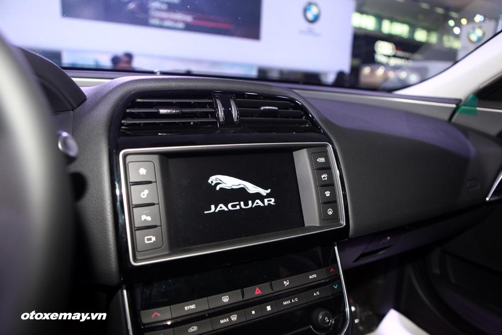 Jaguar XE 2015 làm nóng phân khúc sedan hạng sang Việt Nam-21
