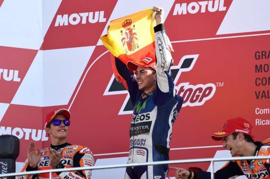 Rossi để tuột chiến thắng ở vòng đua cuối 19