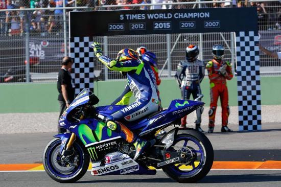 Rossi để tuột chiến thắng ở vòng đua cuối 15