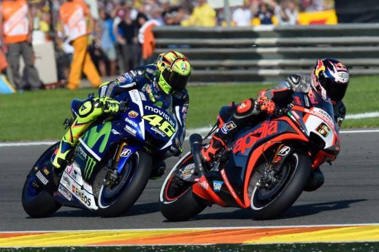 Rossi để tuột chiến thắng ở vòng đua cuối 11