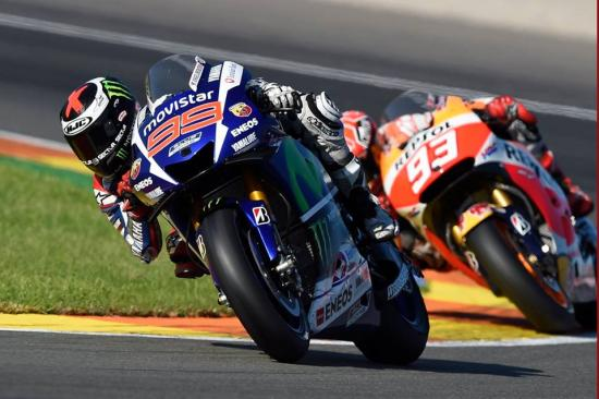 Rossi để tuột chiến thắng ở vòng đua cuối 10