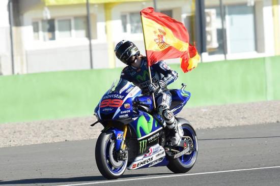Rossi để tuột chiến thắng ở vòng đua cuối 9