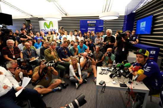 Rossi để tuột chiến thắng ở vòng đua cuối 6