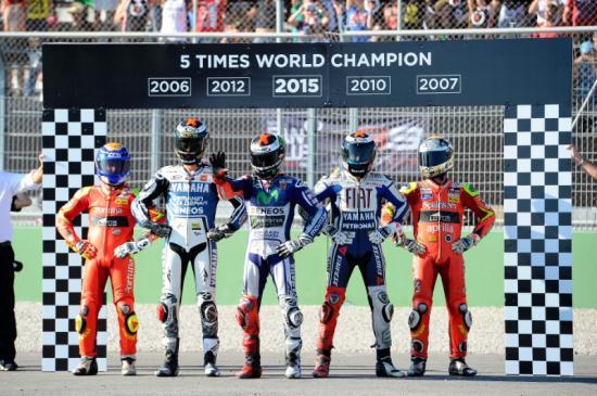 Rossi để tuột chiến thắng ở vòng đua cuối 5