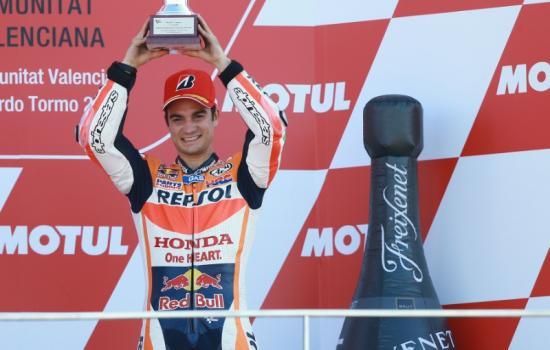 Rossi để tuột chiến thắng ở vòng đua cuối 4