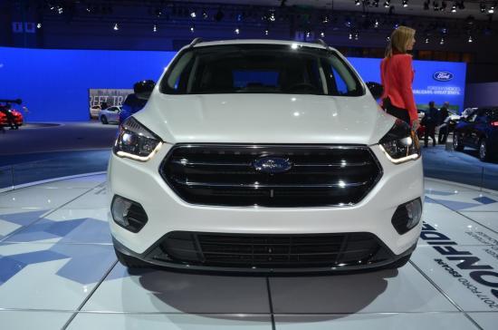 Ford tập trung khá nhiều vào nội thất xe 9