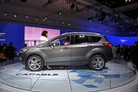 Ford tập trung khá nhiều vào nội thất xe 6