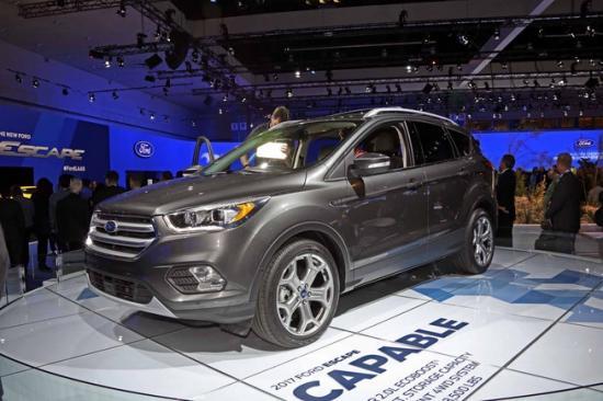 Ford tập trung khá nhiều vào nội thất xe 5