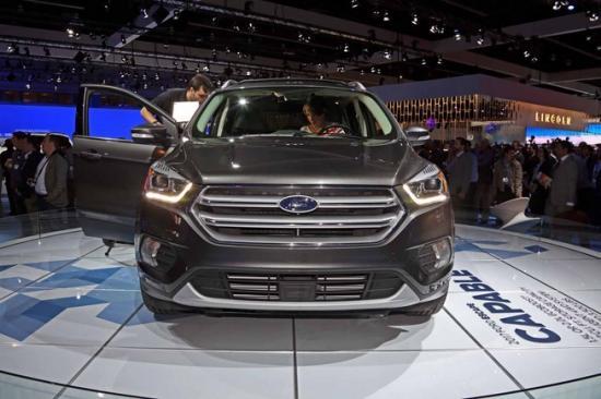 Ford tập trung khá nhiều vào nội thất xe 4