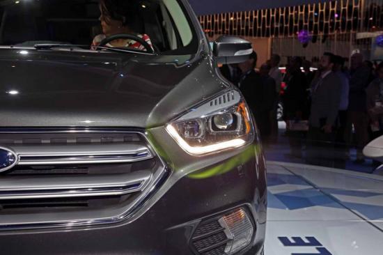 Ford tập trung khá nhiều vào nội thất xe3