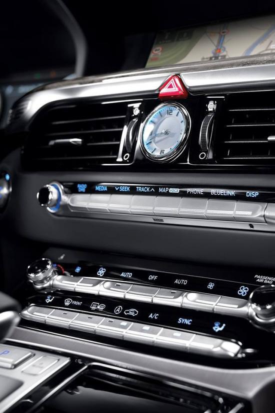 Cạnh tranh trong phân khúc sedan hạng san 9