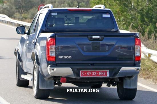 Dựa trên nền tảng của Nissan Navara NP300