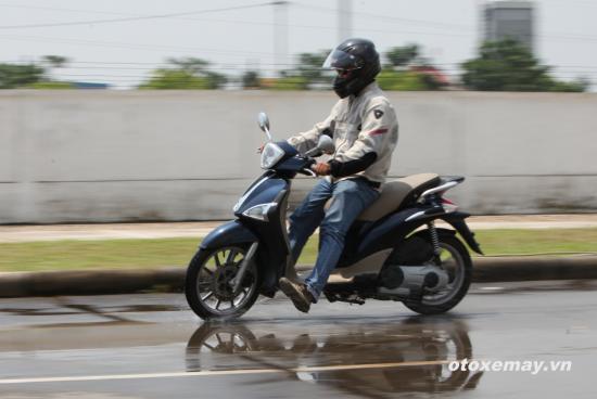 Thử ABS trên siêu phẩm Vespa 946 tại Việt Nam 5