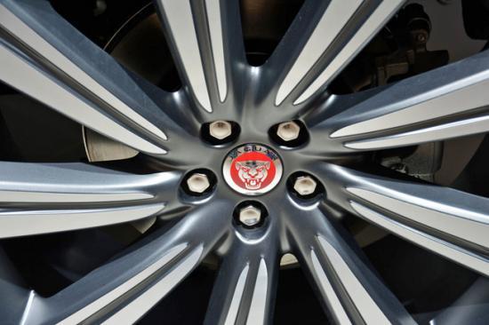 IAA 2015: Jaguar F-Pace nhiều tuỳ chọn động cơ có giá từ 42.000 USD_anh17