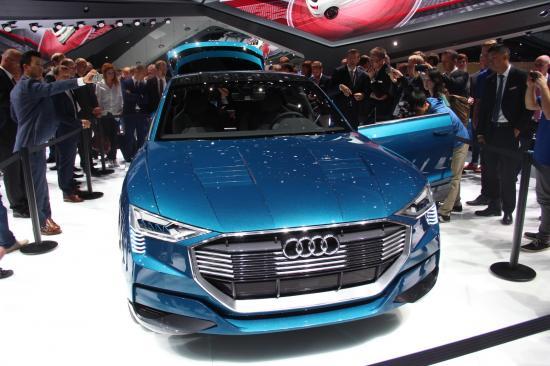 IAA 2015: Audi thách thức Tesla bằng E-tron Quattro đầy sắc sảo4