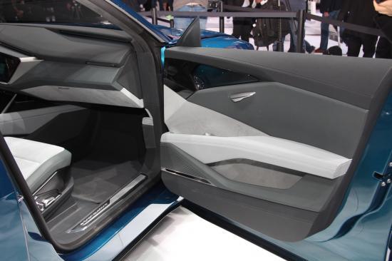 IAA 2015: Audi thách thức Tesla bằng E-tron Quattro đầy sắc sảo6
