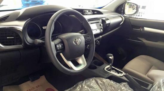 Toyota Hilux 2016 bất ngờ xuất hiện tại đại lý 3