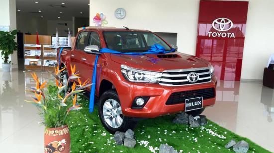 Toyota Hilux 2016 bất ngờ xuất hiện tại đại lý 2