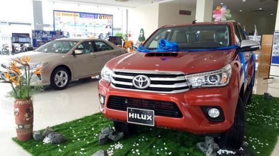 Toyota Hilux 2016 bất ngờ xuất hiện tại đại lý 1