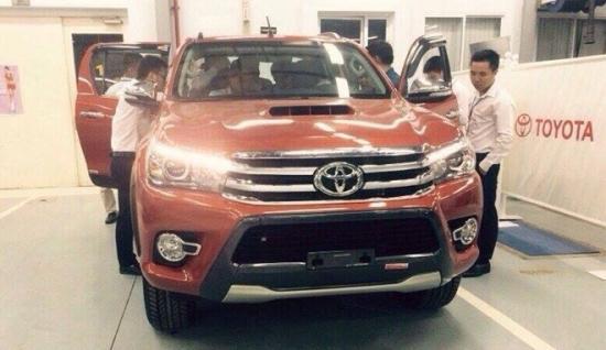 Toyota Hilux 2016 bất ngờ xuất hiện tại đại lý 4