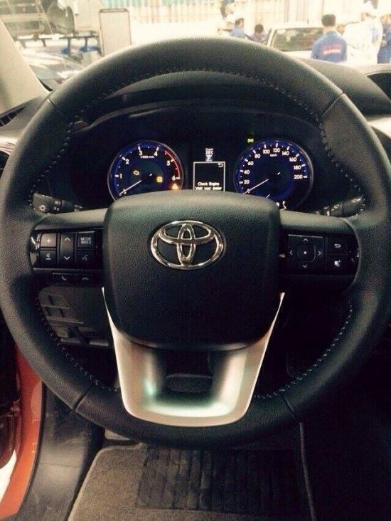 Toyota Hilux 2016 bất ngờ xuất hiện tại đại lý 8