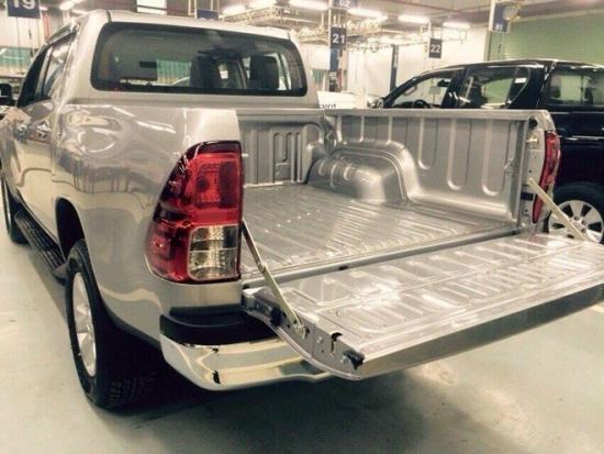 Toyota Hilux 2016 bất ngờ xuất hiện tại đại lý  6