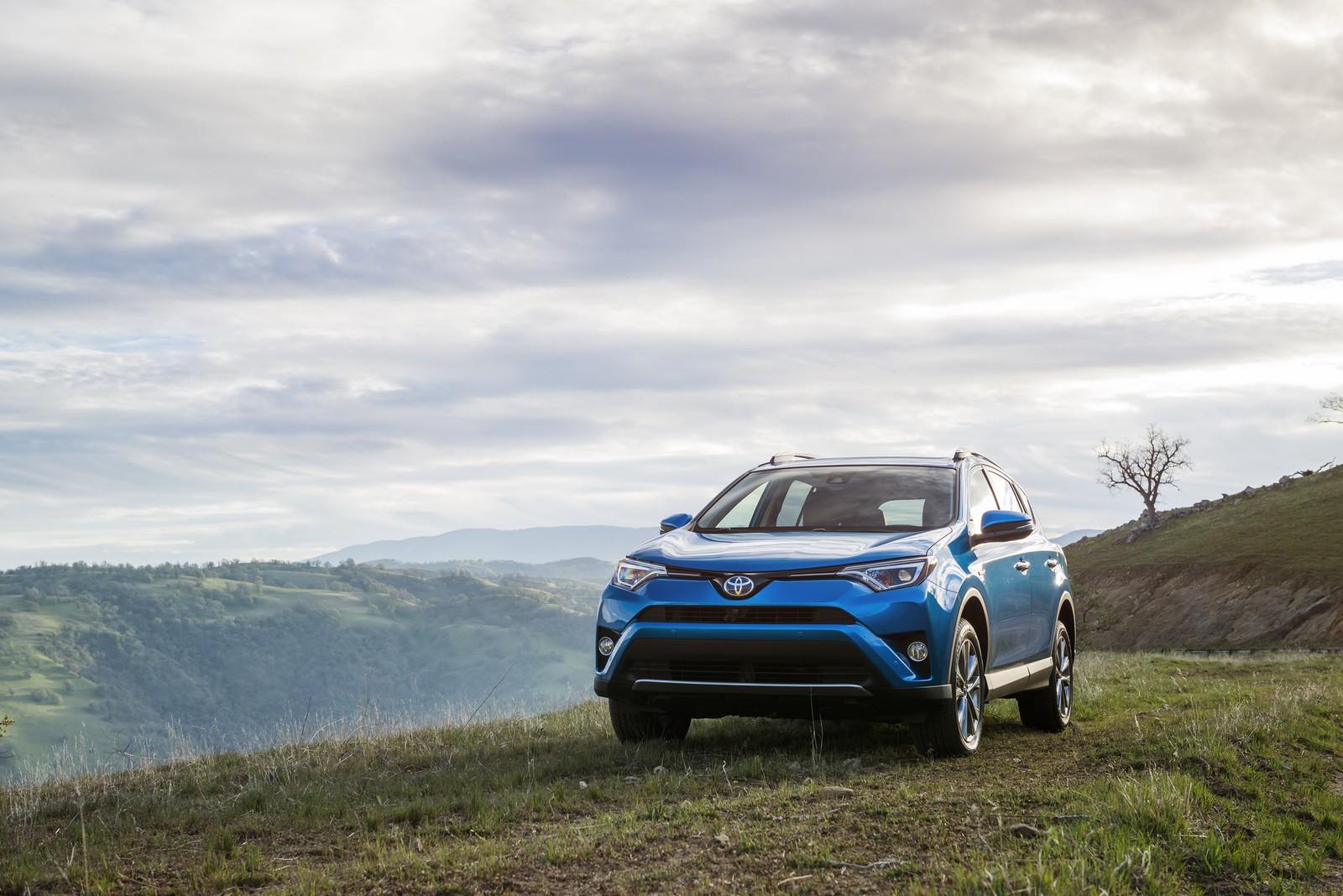 """Toyota RAV4 Hybrid 2016 """"bày hàng"""" chi tiết - ảnh 1"""