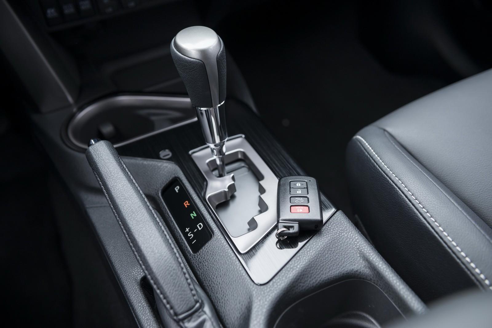 """Toyota RAV4 Hybrid 2016 """"bày hàng"""" chi tiết - ảnh 4"""