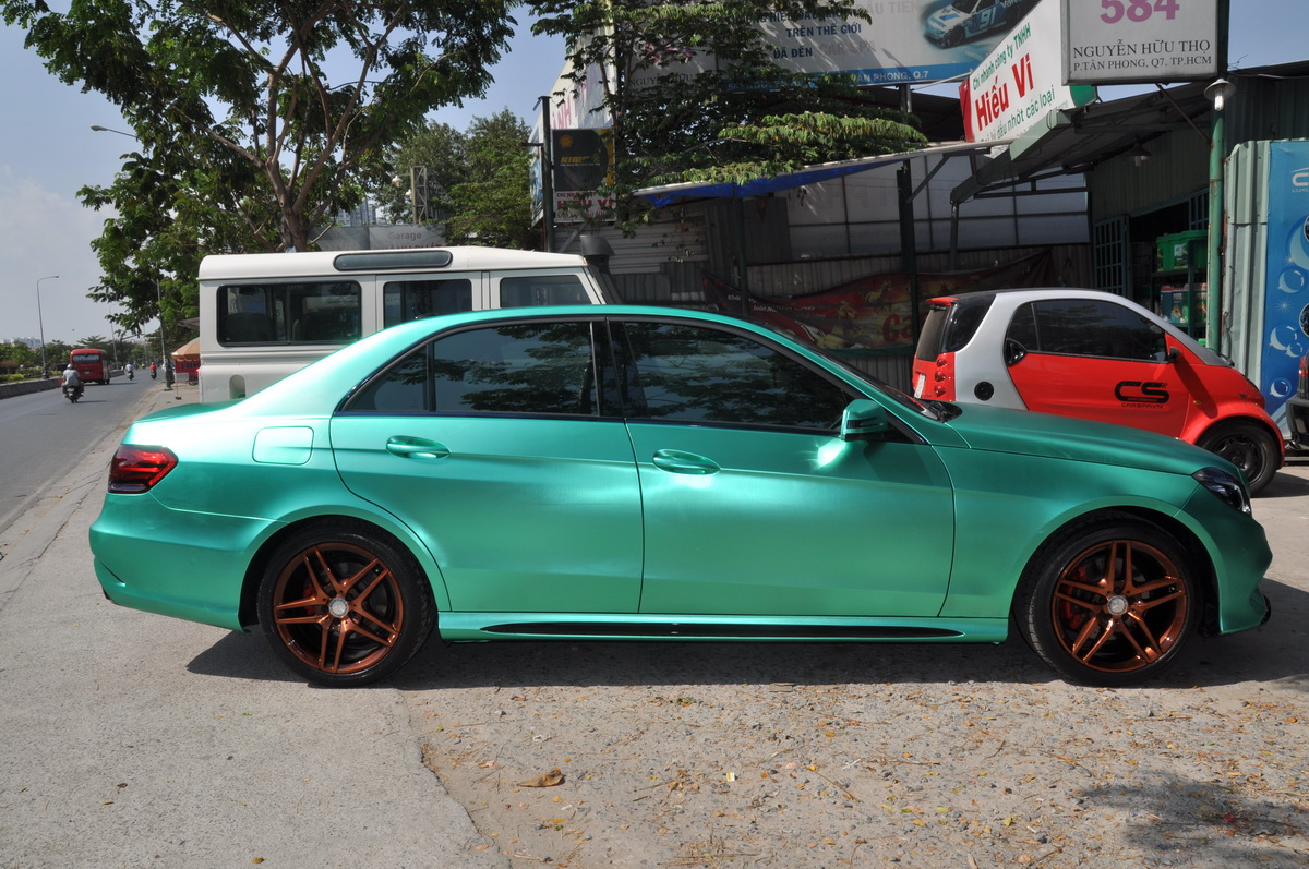 Mercedes E250 AMG đẹp hút hồn trên phố Sài Gòn với giá độ bình dân_2
